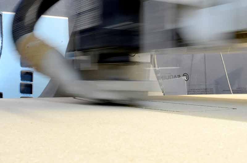 CNC Fräsmaschine im Einsatz. Präzise. Schnell